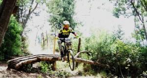 downhill deporte apoyado sopo ciclomontañismo