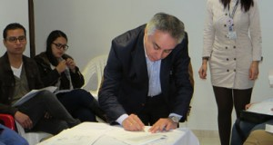 Alcalde Municipal firmó convenio que refuerza el trabajo en prevención juvenil La Calera
