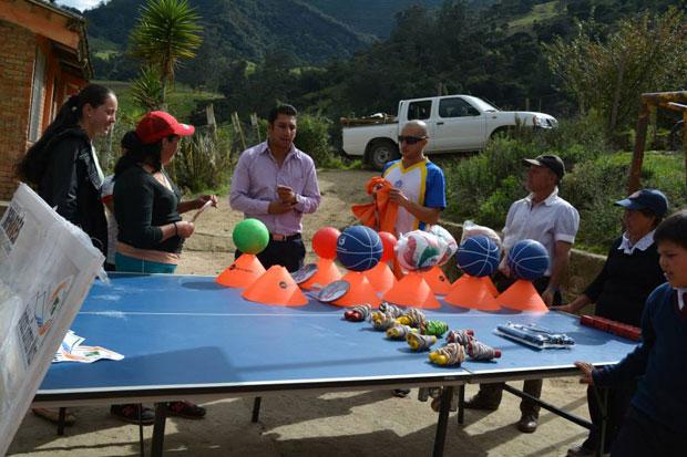 alcaldia La Calera entrego implementos deportivos zona rural
